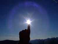 The sun on my finger. Photo: Gaetan Lee/flickr/CC:BY